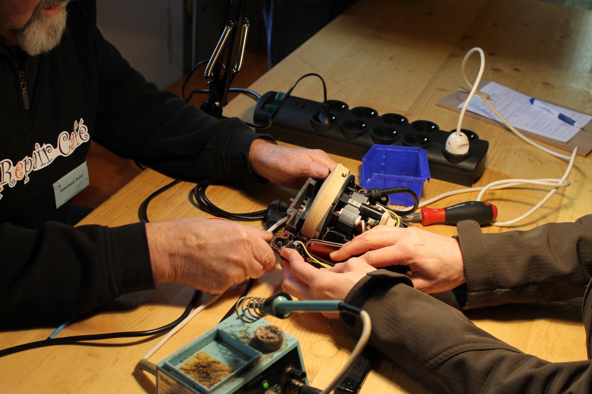 repair_cafc3a9_trier_reparatur